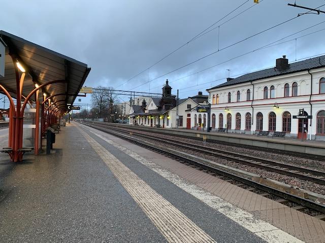 Katrineholms järnvägsstation i morgonljus