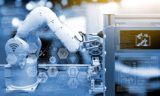Robotarm i produktion. Över bilden ligger ett fiilter med kod.